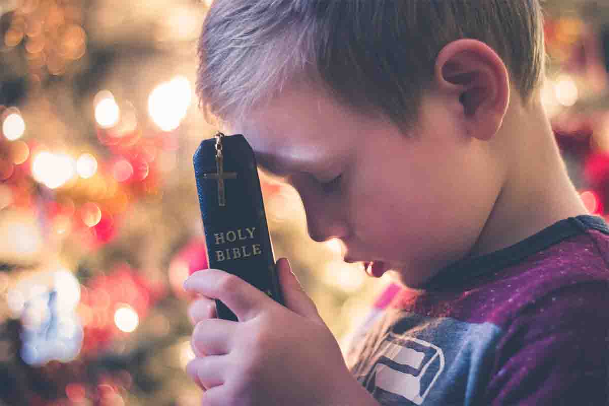 child bible christian praying